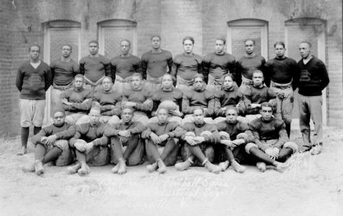Saint-Paul's-1927-Varsity-Football-Squad